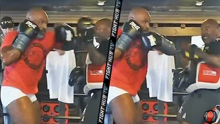 MIKE TYSON'S TRAINER LEAKS NEW TYSON TRAINING FOOTAGE! VINTAGE MOVEMENT & POWER ON FULL DISPLAY!