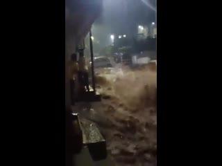 Сильный ливневый паводок в городе Пуне (Индия, Махараштра, 14 октября 2020).