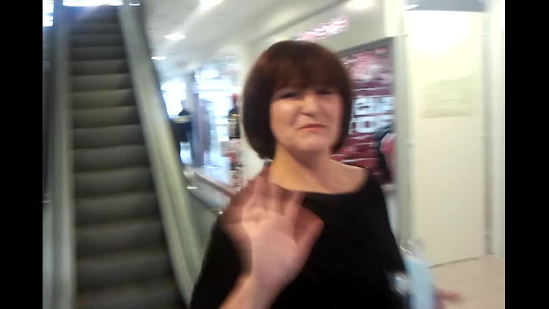 Наташа Куликова в ТЦ БАЗАР. на эскалаторе-video-2014-01-08-14-22-43