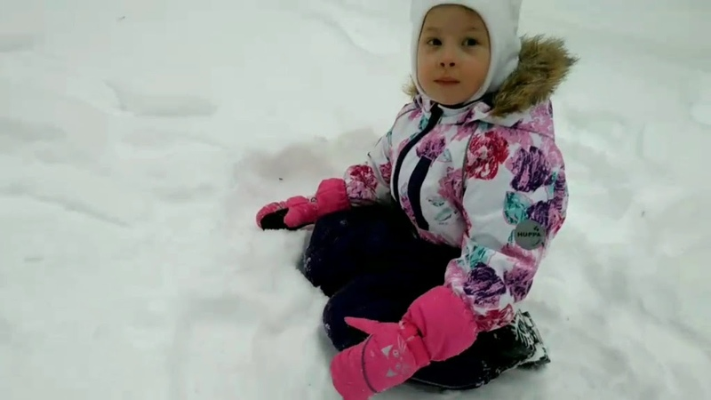 Капельку капризничаем падаем в снег и угадываем загадку от Олеси