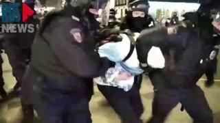 Каратели в черном хватают всех подряд в Москве 3 февраля 2021 года