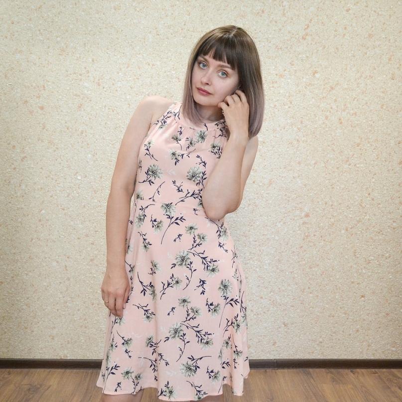 Легкое цветастое платье