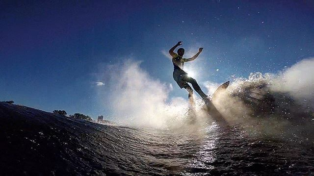 Nikita Locimin: Призрачный серфинг на рассвете🌊