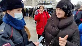 В Москве на женщину-полицейского наехала бабка