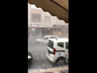 Градовый шторм в Европейской части Стамбула (Турция, 29 сентября 2020).