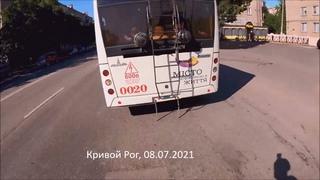 Подстава от троллейбуса? ДТП с велосипедистом в Кривом Роге