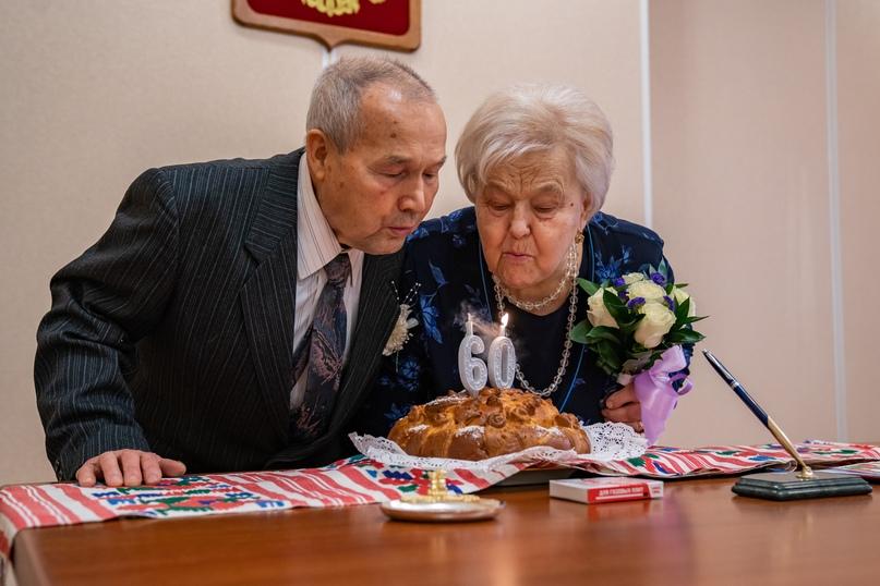 Бриллиантовая любовь Логиновых, изображение №1