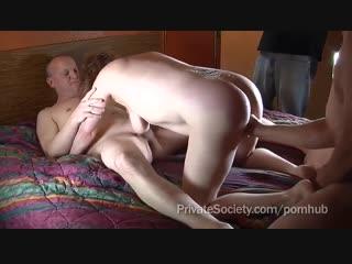 Зрелый муж ебет старую сексвайф жену вместе с двумя друзьями