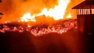 Lava Destroys the Houses! Nyiragongo Volcano Eruption in Congo, Africa (May 23, 2021)