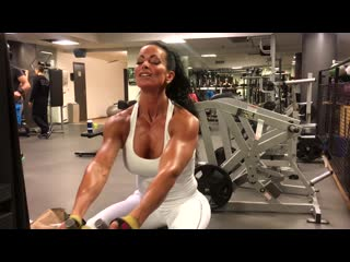 Back and triceps with Adriana Kuhl (boobs muscle bodybuilding female fitness)