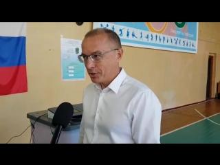 Первый заместитель секретаря регионального отделения Партии Единая Россия Василий Гвоздев посетил избирательный участок сразу по
