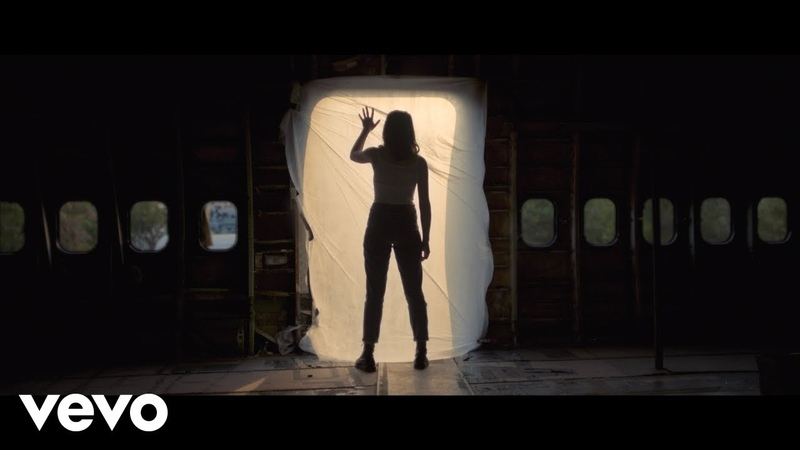 Gordi Aeroplane Bathroom Official Video