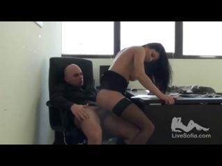 #Хардкор# Жесткий секс в офисе. (Итальянская порно-звезда Sofia Gucci хороша во все места.)
