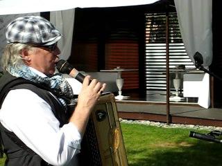 Французский певец, аккордеонист, трубач, шансонье
