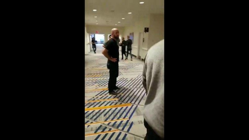 Хабиб Нурмагомедов дал пощечину Артему Лобову в коридоре отеля