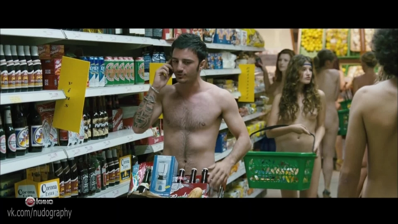 Голые в магазине в фильме Мужчины против женщин Maschi contro femmine 2010 Фаусто Брицци