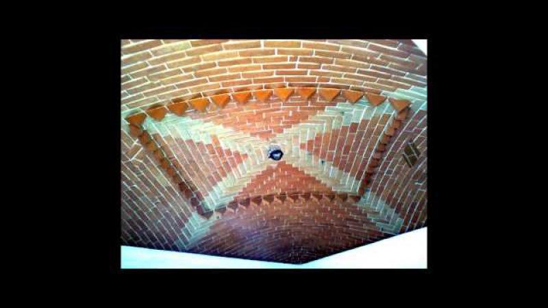 Высокий Строительство крыши из кирпичей