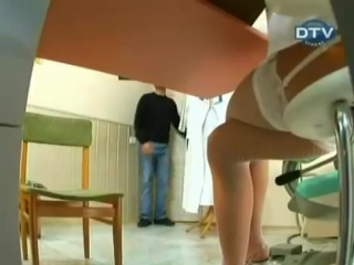 Приколы скрытой камеры.Что у врача под столом.