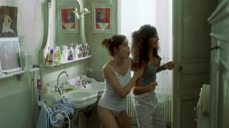 Laetitia Casta Nude Le grand appartement (2006) HD 720p Watch Online, Летиция Каста