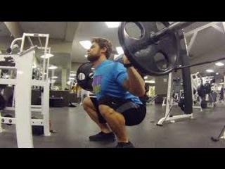 Steep squats in the gym Крутой присед в спортзале