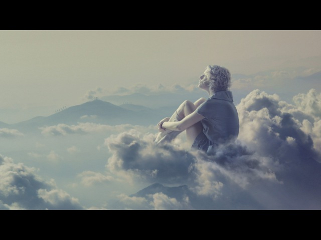 Пассажир самолета заснял человека гуляющего по облакам