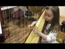 Девочка грает на арфе мелодию из Interstellar