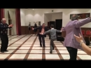 мальчик круто танцует на армянской свадьбе.