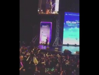 MC Teuk bowing deeply to fans~ We're so proud!