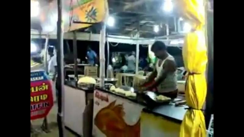 Noviy Indiskiy film Letaushie Pirozhki