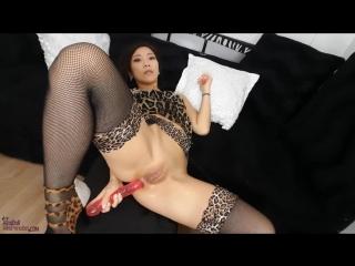 Webcam азиатка analit свою задницу так, что на животе выпирает | anal dildo