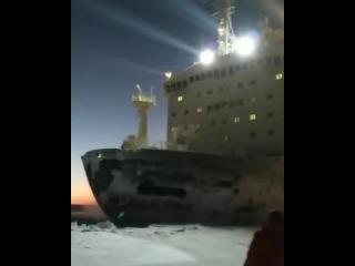 Атомный ледокол Таймыр пронесся на расстоянии вытянутой руки... видео автоэкспедиция Диксон, река Енисей январь 2018