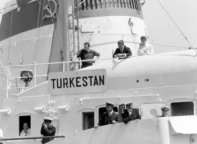 Теплоход туркестан фото