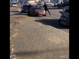 Разбили машину битами в Липецке