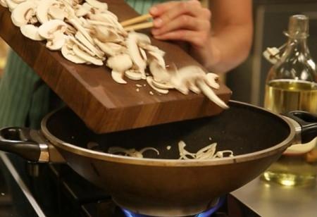 Тушеная капуста с грибами и соевым соусом, изображение №6