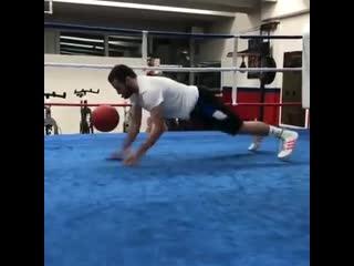 Упражнение для боксёра на сопротивление, силу и координацию
