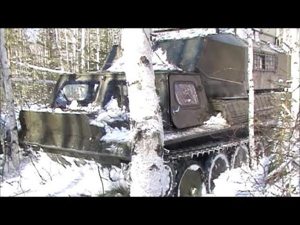 Вездеход ГАЗ 71 в зимнем лесу по глубокому снегу