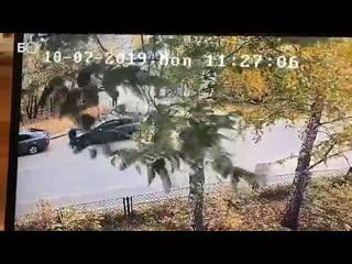 Потасовка охранника Татмедиа и автоледи из-за неправильной парковки попала на камеры наблюдения