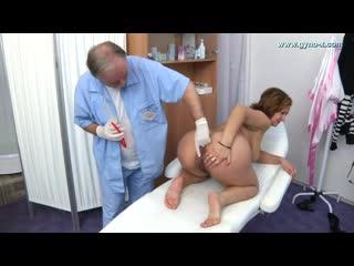 Gyno Jusuine играет с мальчиками в больничку