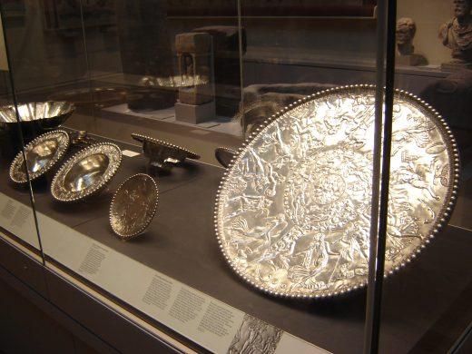 Древнеримская серебряная посуда из Милденхалл, Англия.