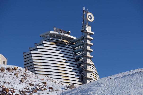 Интересно.Солнечная печь. Внутри засекреченного советского объекта Гелиокомплекс «Солнце», расположенный в узбекском Паркенте, одна из крупнейших в мире солнечных печей. Как она работает: