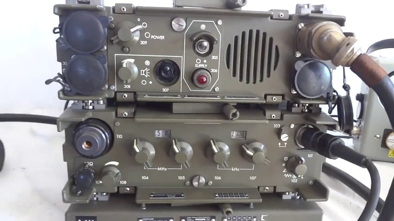 Tactical military mobile radio VRC 4622, 30 to 80 MHz by Philips Magnavox