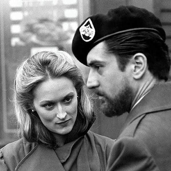 Молодые Мерил Стрип и Роберт Де Ниро на съемочной площадке фильма «Охотник на оленей» (1978)
