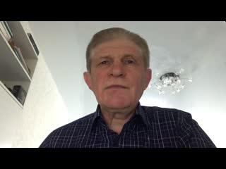"""Проректор ВлГУ Лев Логинов читает """"Открытое письмо"""" (автор - К. Симонов)."""