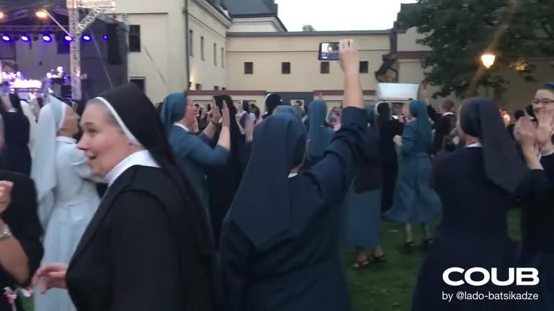 Party nuns