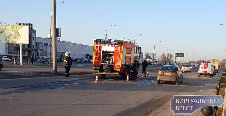 В Бресте легковушка врезалась в машину спасателей