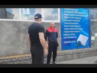 Западная Украина Россия с нами не воюет! В Бердичеве украинец избил карателя АТО