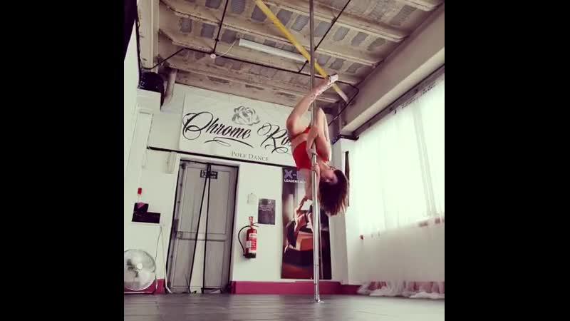 Спортсменка, гимнастка пилон гибкая девушка gerl секси сильная шикарная красивое тело мотивация sex не порно