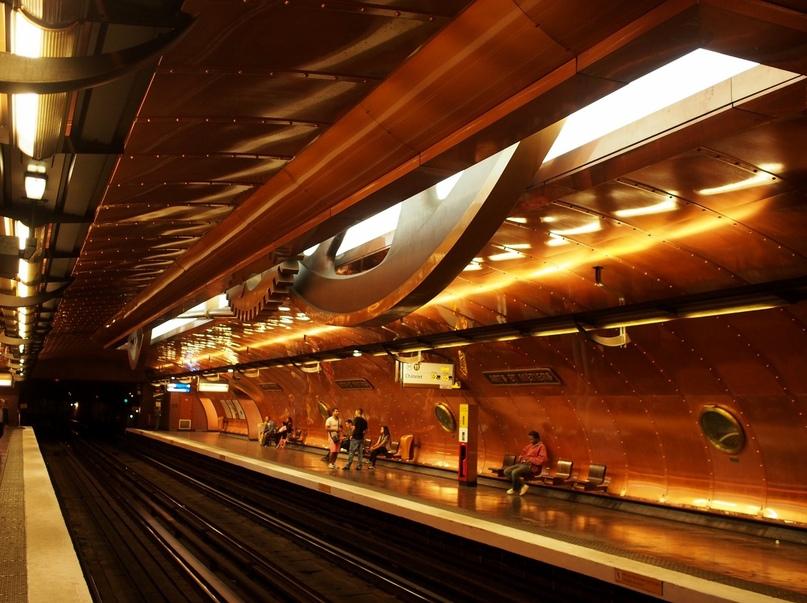 ТОП самых красивых метро, изображение №23