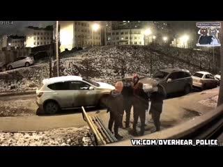 В Белгороде два товарища получили по щам от гопников, когда пошли в магазин