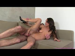 Зрелая, худая милфа проводит порно кастинг. mature milf cougar porn casting stockings high heels pussy fuck blowjob